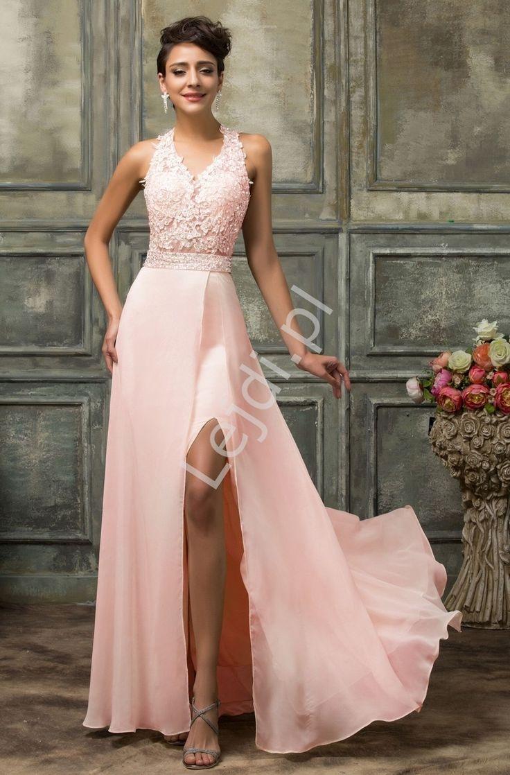 Długa suknia wieczorowa w kolorze jasnego różu. Suknia o unikatowym kroju, który pięknie równa proporcje ciała. Góra bogato zdobiona gipiurowa koronka i cekinami. Sukienka koronkowa z kusząco wyeksponowanymi plecami i rozcięciem na spódnicy. Gorset sztywny - usztywniany gąbkami. Sukienka zapinana na zamek. Suknia o niespotykanym wyglądzie będzie powodem do zazdrości. Pink dress with cut on leg. www.lejdi.pl  #pink dress #cut on leg