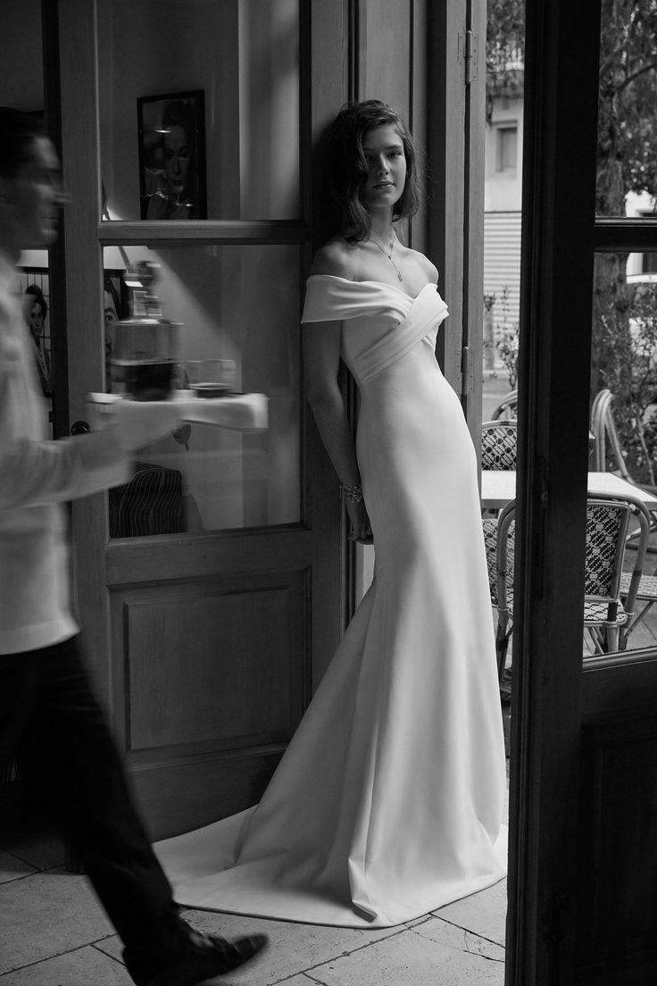 vintage + Art Deco inspired wedding dress // for the sleek, modern bride that loves Old Hollywood glamour // Blake Lively