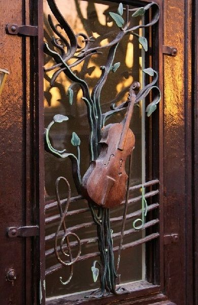 WOW..do you think a violinist lives behind this incredible door?