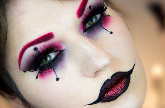 """This """"Harley Quinn"""" Halloween Tutorial from Julia Graf is easy to follow and creates a gorgeous, haunting look."""