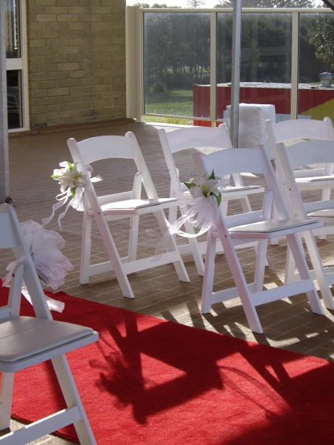 #whitefoldingchairs #redcarpet