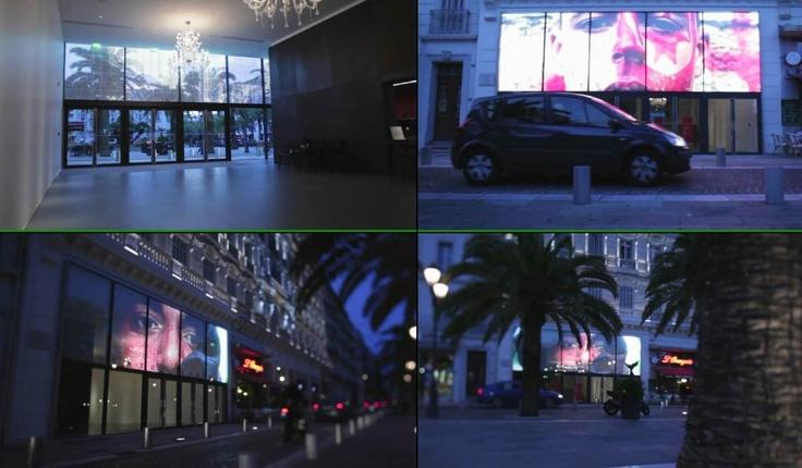 극장 입구의 투명 LED, 투명이라 실내채광을 유지하면서도 입간판 역할기능수행. 이미지를 클릭하시면 관련제품 보도자료에 연결됩니다.
