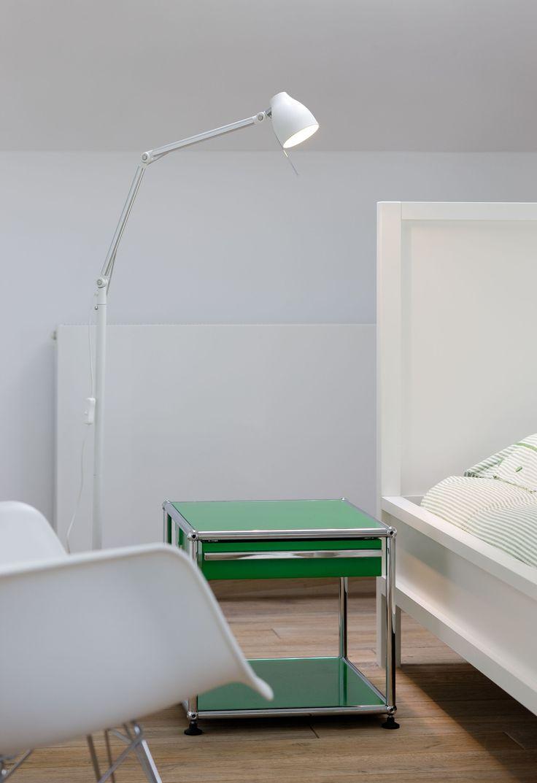 USM Haller sidetable in USM green as bedside table. www.usm.com