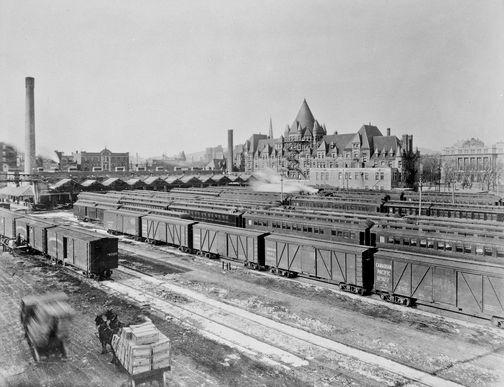 Image : HM_ARC_003492  Hôtel et gare Viger, gare de triage, et HEC - Viger   Vers 1914-1918  Photographie  Archives du Chemin de fer Canadien Pacifique  © Archives du Chemin de fer Canadien Pacifique (# NS 1670), © Héritage Montréal