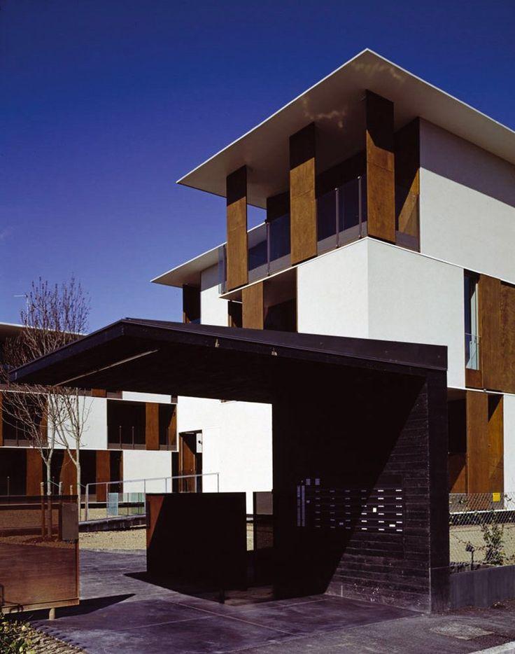 Il progetto esaudisce la richiesta di costruire 36 piccoli appartamenti in una zona di orti a ridosso del nucleo storico della città di Imola (BO). L'area è di fronte al Parco storico che caratterizza il complesso dell'Osservanza – i padiglioni...