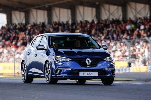Cars - Vidéo : Jean Ragnotti au volant de la  Renault Mégane GT sur le circuit Bugatti ! - http://lesvoitures.fr/video-jean-ragnotti-au-volant-de-la-renault-megane-gt-sur-le-circuit-bugatti/
