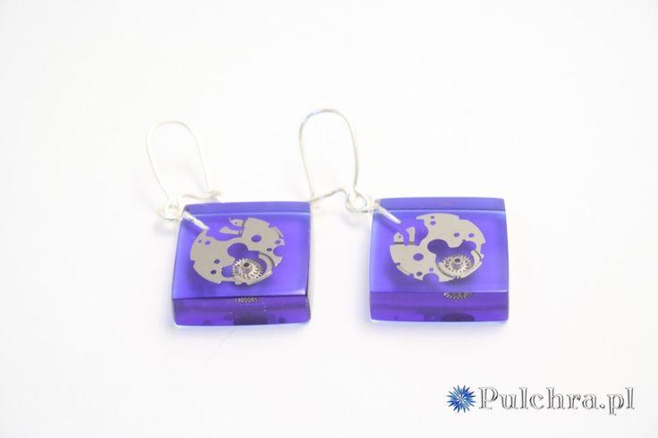 Kwadratowe, granatowe kolczyki z żywicy z trybikami zegarowymi steampunk (srebrne bigle) Image 2