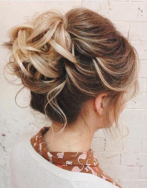 Die 10 besten Frisuren ELEGANT einfach und schnell gewählt Wenn Sie zu den Mädchen gehören, die Frisuren mit gesammelten Haaren mögen und nicht mit ...