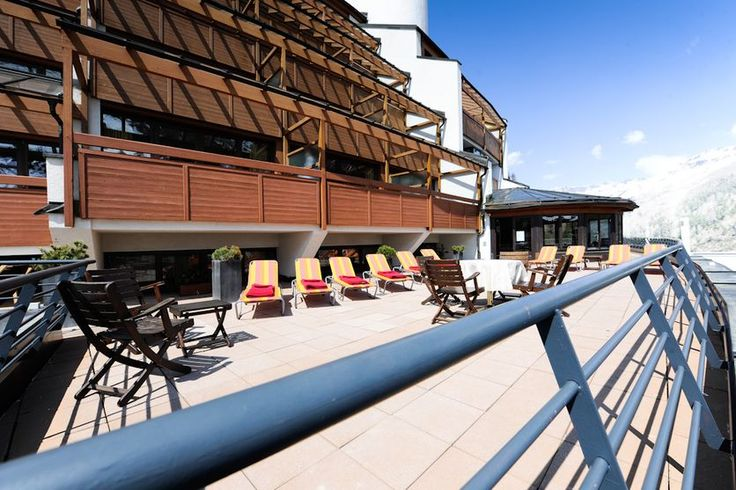 Hotel The Crystal | Design Hotel | Austria | http://lifestylehotels.net/en/hotel-the-crystal | outside, terrace, view, winter, mountains, lounger