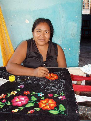 Embroidering a Huipil - Boradando un huipil en telar casero; Juchitán de Zaragoza, Región Istmo, Oaxaca, Mexico