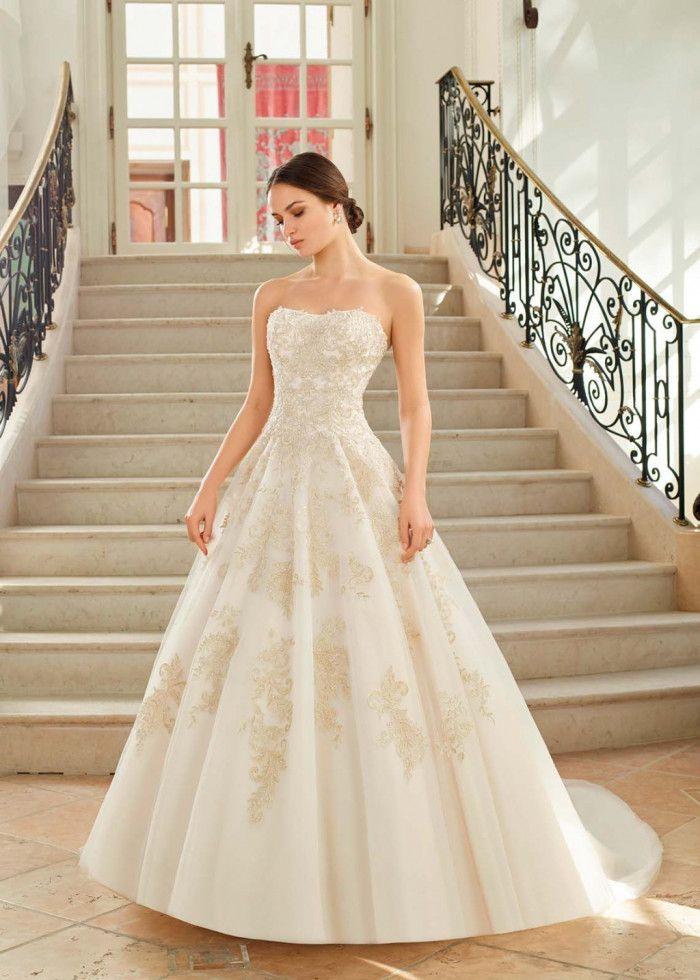 6375dc037 Duelo de vestidos escote palabra de honor  ¿cuál te probarías  1 ...