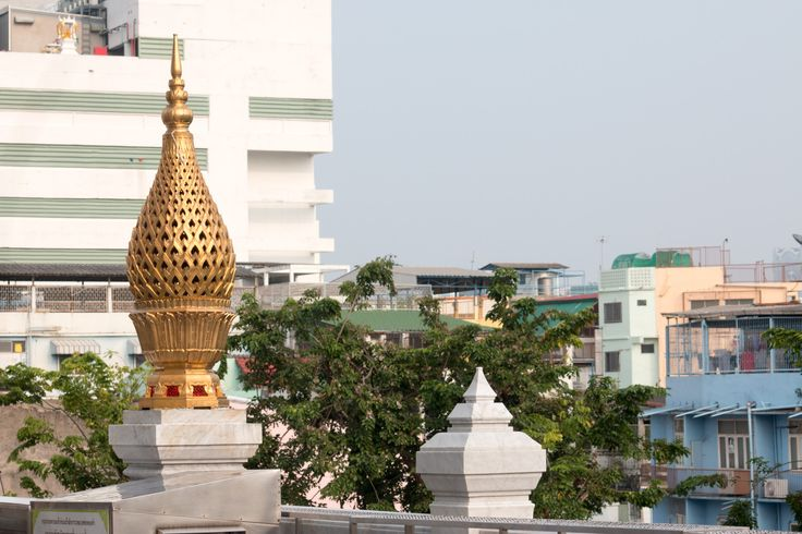 Der Golden Buddha in Bangkok steht im Tempel Wat Traimit, in der Nähe von Chinatown. Unbedingt besuchen! Mehr Infos auf thehappyjetlagger.com.