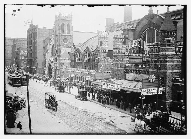 This list of Chicago's oldest photos is like rummaging through Grandma's ancient picture albums. Discover the forgotten history of yesteryear.