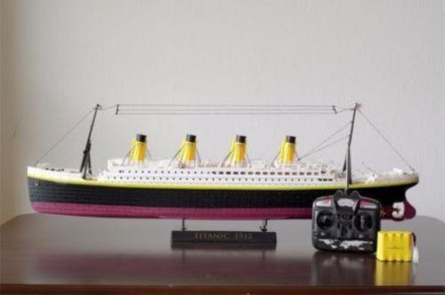 Verkaufe ein Rc modell der Titanic sie ist neu und in der OVP inkl Akku und Fernsteuerung. Mit dem Preis bin ich selbstverständlich nicht Verheiratet  :)Daten zum SchiffGröße des produkts( cm): 80.5x10x23Maßstab 1:325Geschwindigkeit:3-4 km/h