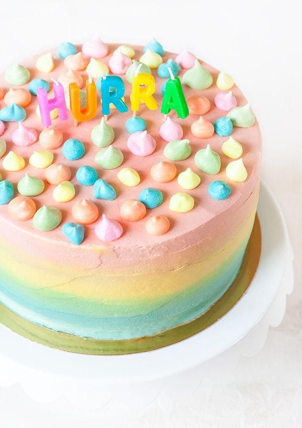 Birthday cake with strawberries, vanilla custard and vanilla frosting. (Födelsedagstårta med jordgubbar, vaniljkräm och vaniljfrosting.)
