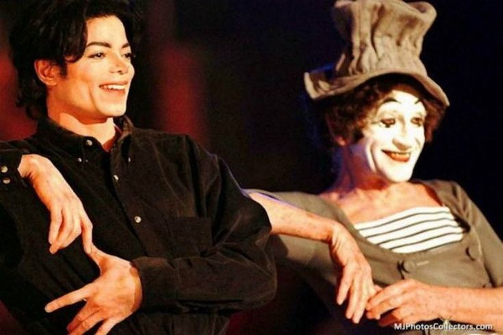 128.3 тыс. отметок «Нравится», 1,982 комментариев — Michael Jackson (@michaeljackson) в Instagram: «#FriendlyFriday : Michael sits with his friend Marcel Marceau»
