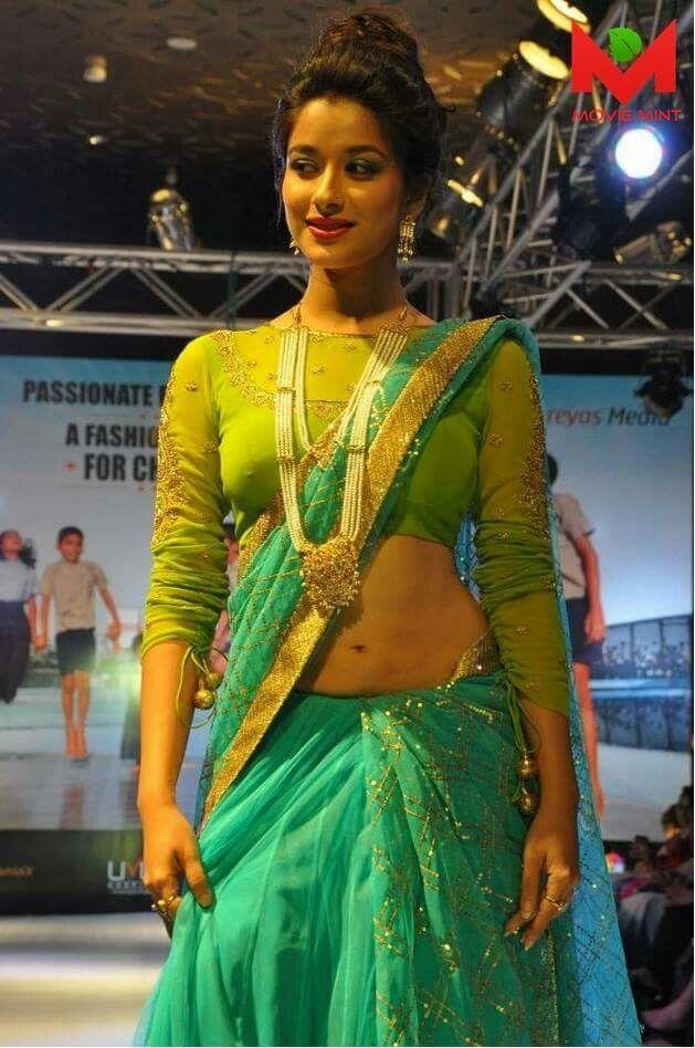 Navel show - Madhurima Bannerjee -