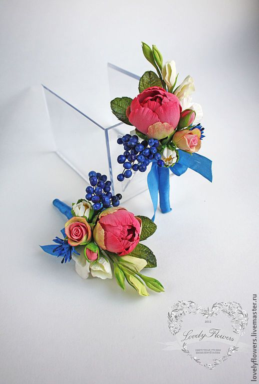*POLYMER CLAY ~ Boutonniere with the colors of polymer clay. Flowers: bud peony, berry, bud daisies, sweet peas, Shrub roses. Blue ribbon made ​​of natural silk. The flowers are very light, durable, not sypyatsya not lose their shape and color. Mount floral pin.