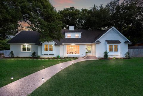 Enjoyable 2700 Wooded Acres Dr Waco Tx 76710 Homes In Waco Download Free Architecture Designs Ferenbritishbridgeorg