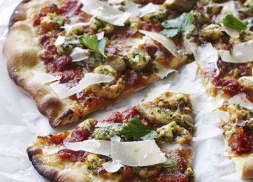Her er min yndlingsversion af en sommerpizza. Jo bedre kvalitet rejer du bruger…