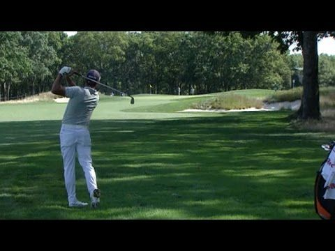 PGA TOUR: Rickie Fowler hits beautiful approach to set up eagle at The Barclays