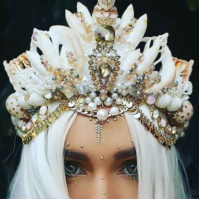 Idea for flower crown, drip jewels in the center