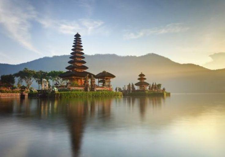 Si vous rêvez de faire une retraite spirituelle à la Julia Roberts dans Mange, Prie, Aime, alors Bali est faîte pour vous ! L'île à beaucoup à offrir : stages de méditation, massages au bord de l'eau, petits marchés, temples, balades à vélo dans les rizières, et plages paradisiaques... Votre voyage sera aussi facilité par le contact des Balinais, très chaleureux, et par les nombreux voyageurs, solo ou non.