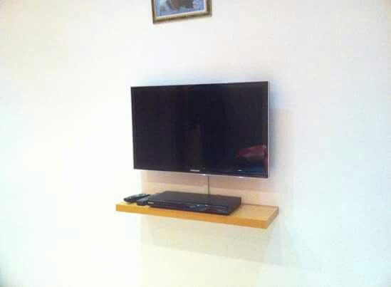 TV wall mounted with floating shelf