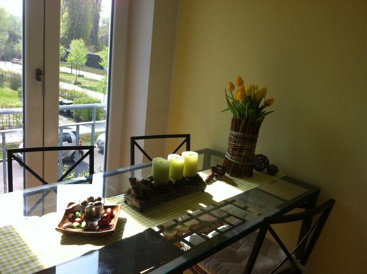 Osterdeko selfmade: Aus meinem alten Adventskranz habe ich einfach einen neuen Osterkranz gezaubert: Moss, grüne Kerzen, Wachteleier und tadaaa - Upcycling fürs Herz und Auge :)