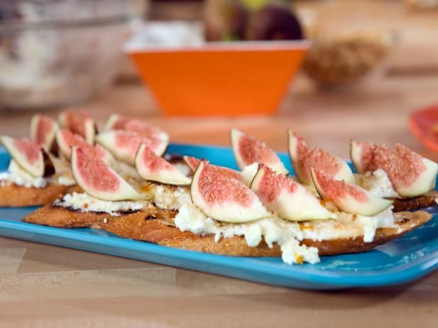 Bobby's Crostini with Sweet Ricotta, Honey, Figs and Toasted Hazelnuts #GrillingCentralFood Network, Toast Hazelnut, Hazelnut Recipe, Summer Appetizers, Food Ideas, Foodnetwork Com, Summer Parties, Sweets Ricotta, Bobby Flay Recipes