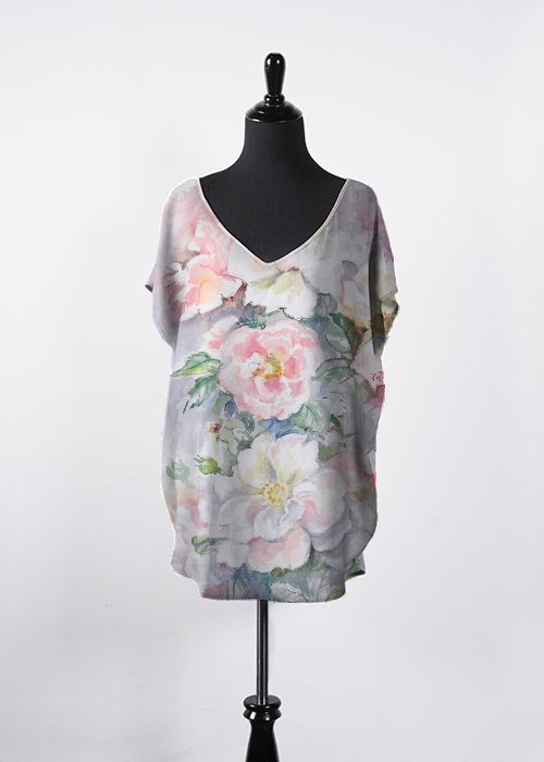 Rose Garden Floral Top.  This beautiful, flowing top features dolman sleeves, a flattering V-neck and a hi-low silhouette. It will be your new go-to top this season and all year long! Pair it with your favorite tapered pants or skinny jeans for an effortless, day-to-night look. #rose #flower #floral #top #fashon #trendy