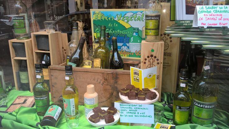 La vitrine des caves Bossetti un jour de fête des Fous de Chartreuse