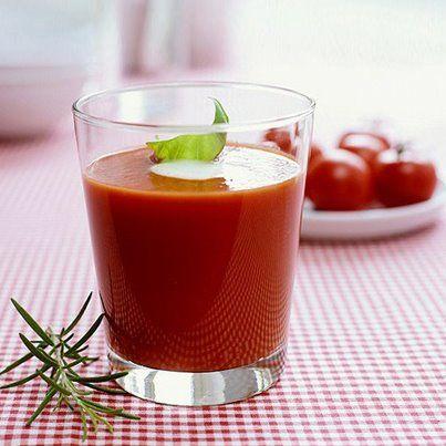 Tomatensaft - der gesunde Durstlöscher! Tomatensaft ist kalorienarm und enthält Lycopin, welches die Haut vor Sonnenbrand und Hautalterung schützt. | Le jus de tomate - étanche la soif de façon saine! Le jus de tomate est pauvre en calories, contient du lycopène, qui protège la peau du soleil et du vieillissement. #NIVEA #fit