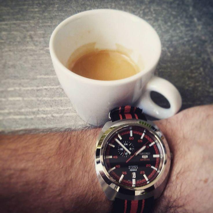 Two addictions both extremely beautiful... #posliseikodal #seiko #seiko5 #watch_the_food #hodinky #watch #coffee #addict #addiction #kava #seikowatch #sbatuzkem #travel #cestovani
