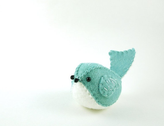 Felt bird... this is so adorable. I'll probably never make it but I have to pin it.