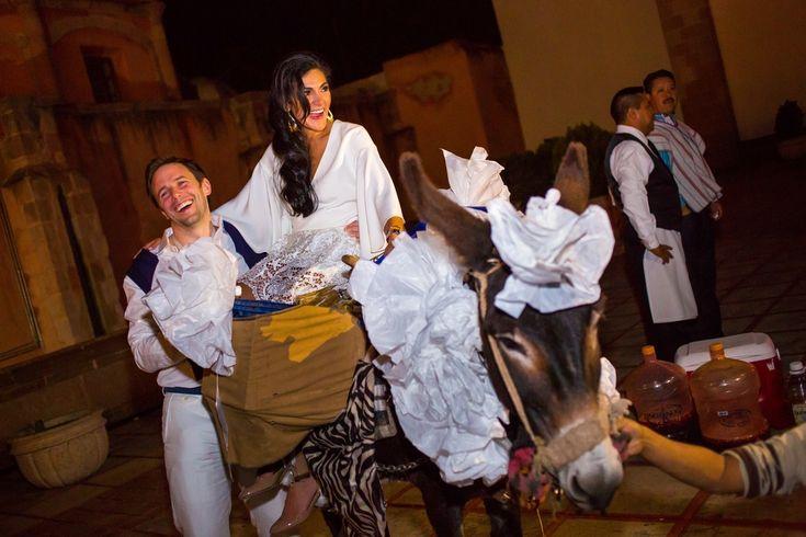 Tradicionales callejoneadas en #Zacatecas #destinationwedding