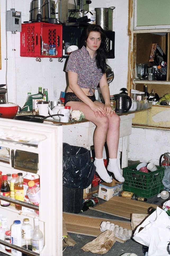 NUOVO POST: Decluttering. Avete già iniziato ad adottare le abitudini autunnali a casa vostra? Il cambio degli armadi? Le pulizie profonde? Se non sapete di cosa sto parlando andate a leggere l'articolo! {Link in bio} #homerenovation #designblogger #homestyleblogs #chiarafedeleid #messykitchen #kitchen #messymessy #messy #dirty #dirtykitchen Ph Trendhunter
