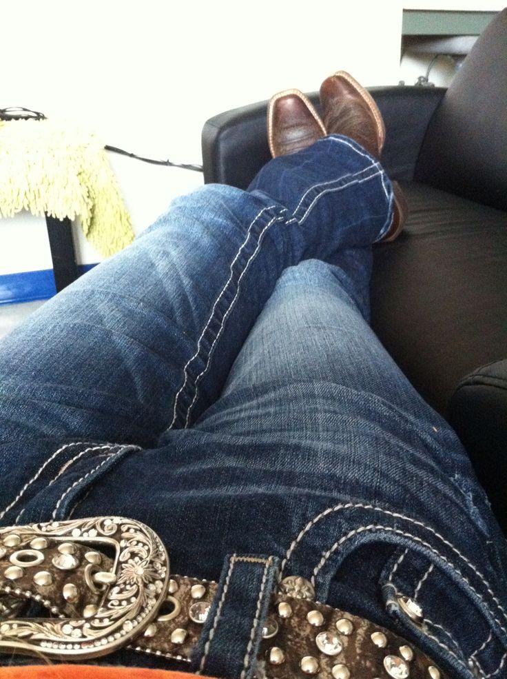 Jeans, a belt, and cowboy boots.