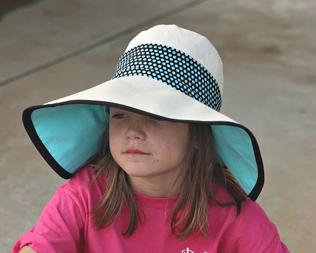 Finally found an easy hat to make!! Sun hat - free pattern. Just look at that sun protection!..