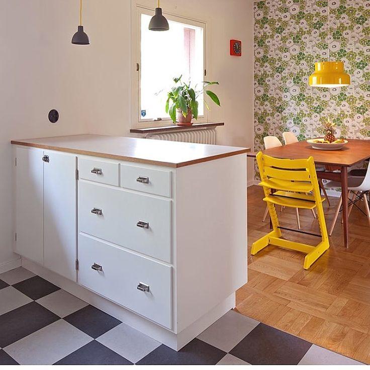 Våra moduler är anpassade för moderna vitvaror och arbetshöjden är modern 👍🏻#funkiskök #massivaträkök #köksinspiration #funkis #retrokök #retro #byggnadsvård #hållbarhet #kvalitet #madeinsweden