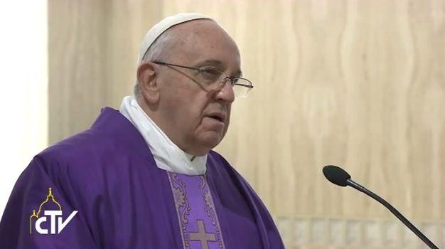 Papa Francesco: la misericordia è la via della pace nel mondo