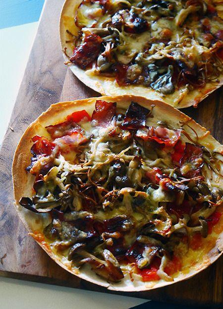 市販のトルティーヤをピザ生地に代用すれば、とっても手軽にクリスピーなピザが楽しめます。<br><br...