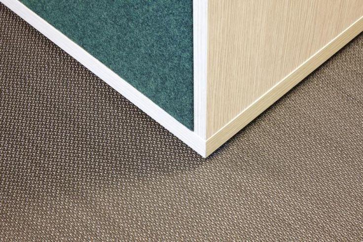 Detail podlahy z tkaného PVC ntgrate. / Detail of the flooring from woven PVC ntgrate.  http://www.bocapraha.cz/cs/produkt/1061/gentle-ctverce/