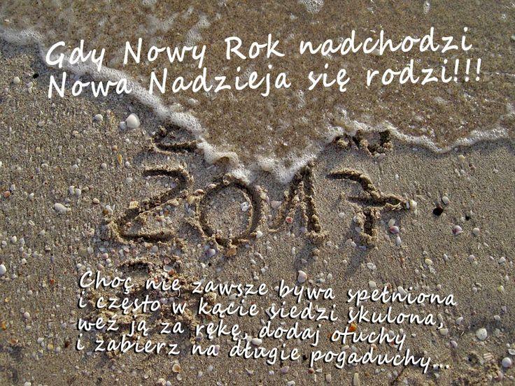 Gdy Nowy Rok nadchodzi Nowa Nadzieja się rodzi. Choć nie zawsze bywa spełniona i często w kącie siedzi skulona,weź ją za rękę, dodaj otuchy i zabierz na długie pogaduchy.  #rytmynatury #NowyRok