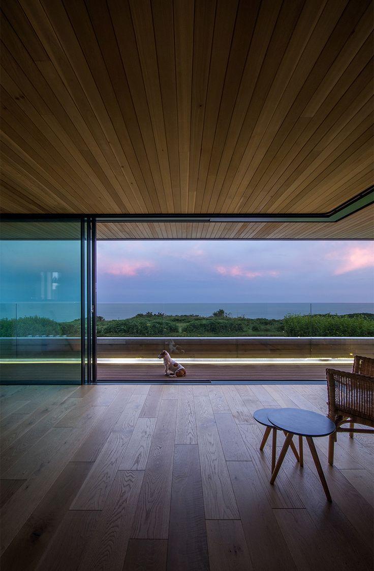 Weer U-profiel. Hout boven en onder  'Cliff House' by Hyde + Hyde Architects, K9 symmetry