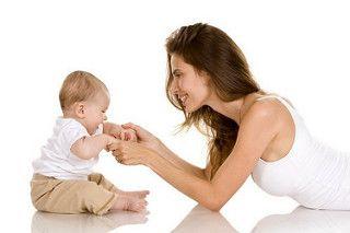 Со скольки месяцев можно сажать детей? В норме ребенок сидит самостоятельно ближе к 7 мес. Присаживать ребенка раньше ортопеды и педиаторы не рекомендуют. Подробнее в статье