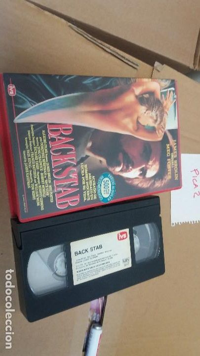 """BACK STAB"" (BACKSTAB, ""IMAGE ORGANIZATION"", 1990), PAL VHS, ""INTERNACIONAL VIDEO SISTEMAS, SL"", IVS, PAMPLONA, SPANJE, GRIEKENLAND, reizen, ""BREXIT video"", ""BREXIT immigration"", ""BREXIT EU"", Aries, Cancer horoscope, Scorpio sign, Capricorn sign, Pisces, ""sidereal astrology"", ""Jane BIRKIN"", ""Fairuza BALK"", ""Mary Elizabeth WINSTEAD"", SOKO, ""Bethany COSENTINO"", ""short indie hair"", ""riot grrrl"", ""punk laarzen"", grrrls, ""Renault 21"", ""Nissan Primera"", ""Mitsubishi Galant GLS"", €, ""Sims 2""…"