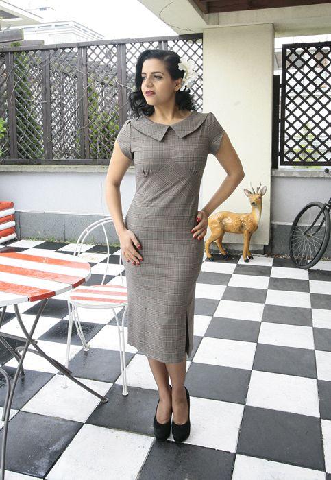 Retro/Vintage inspired plaid Miss Moneypenny Dress http://www.raspberryheels.com/shop/produkt,en,dresses,dress-miss-moneypenny-collar-plaid.html