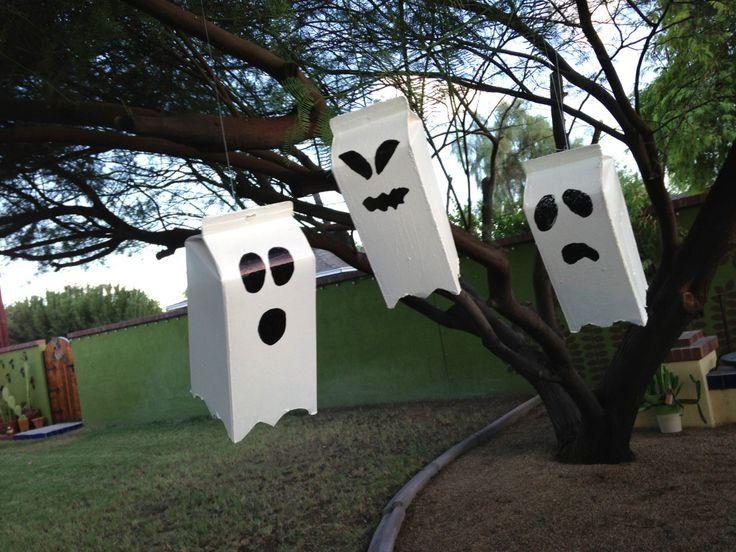 Spöken är alltid fascinerande för de minsta och dessa vålnader av mjölkpaket är lite lagom läskiga. Passar perfekt till höstens Halloweenpyssel.<br />