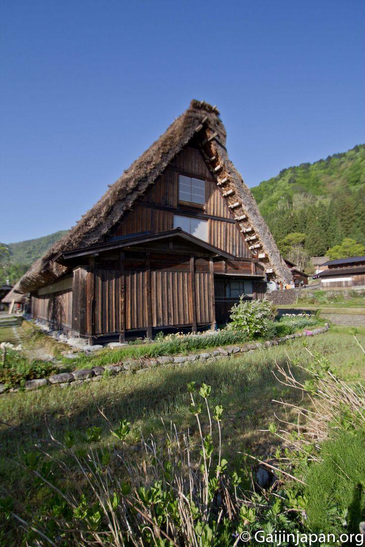 Les maisons de Shirakawa-go sont célèbre pour leurs toits en forme de mains qui prient, les Gassho-Zukuri